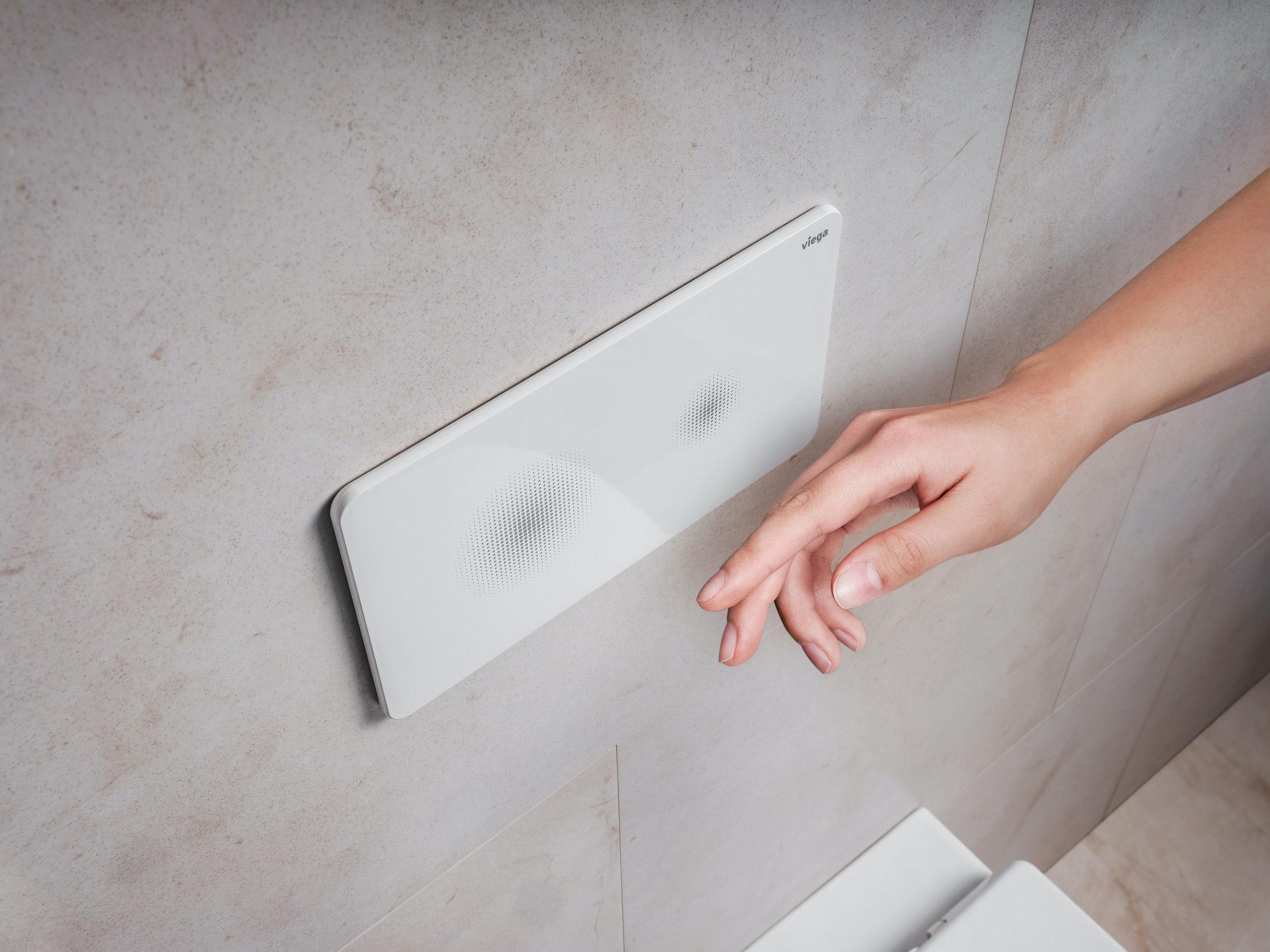 La plaque de commande de Viega pour WC évite les contacts